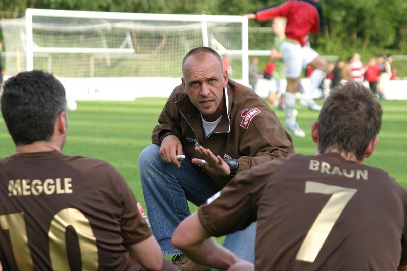 Trainer Holger Stanislawski vom FC St. Pauli